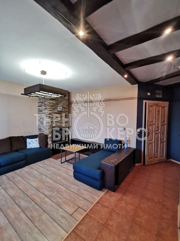 Тристаен апартамент  във  Велико Търново за 600  лв - Отлично