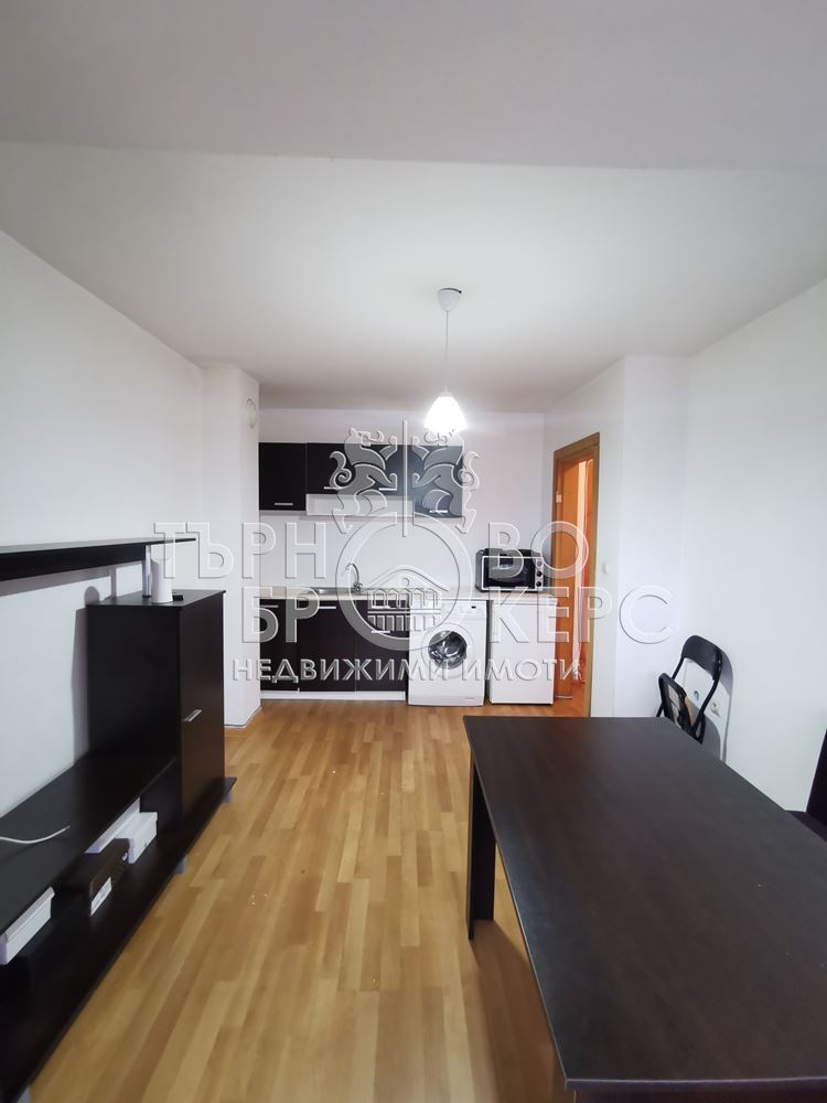 Двустаен апартамент  във  Велико Търново за 300  лв - Двустаен южен