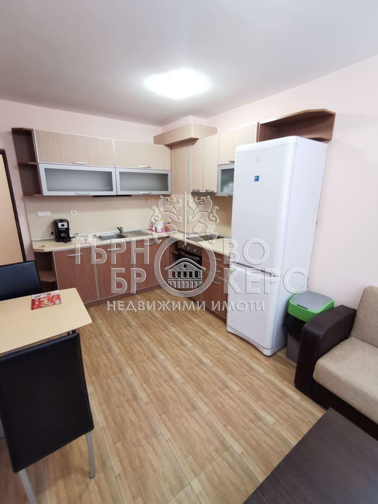 Тристаен апартамент  във  Велико Търново за 450  лв - Тристаен южен