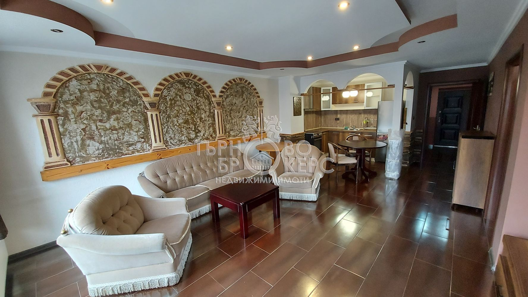 Тристаен апартамент  във  Велико Търново за 550  лв - тристаен