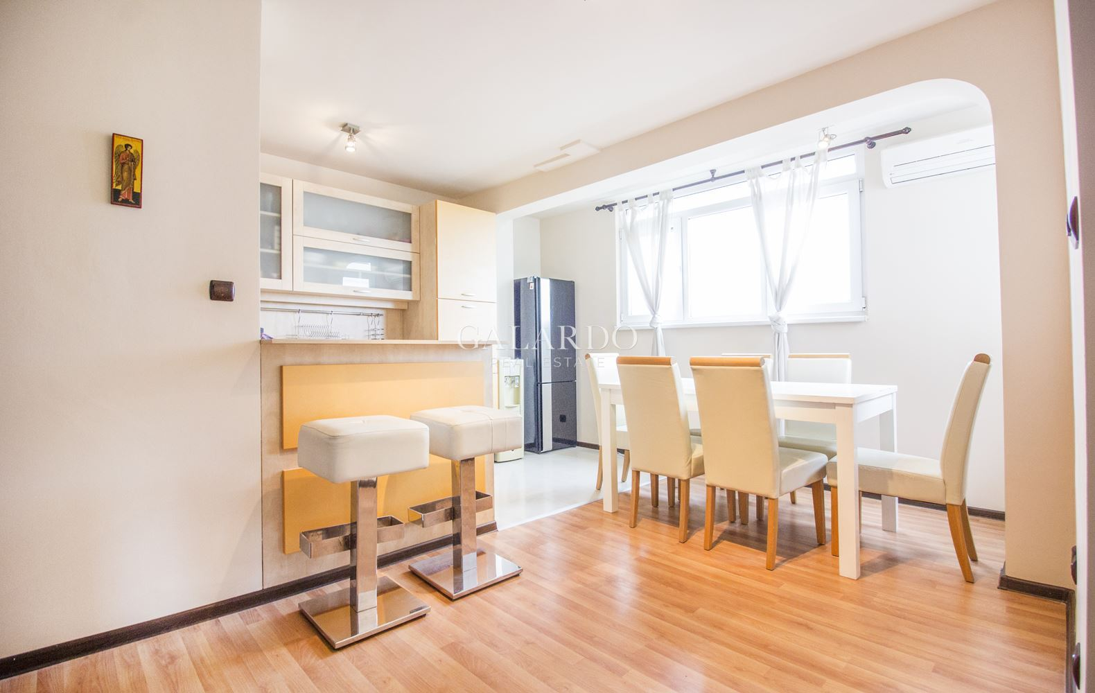 Просторен двустаен апартамент до метростанция Западен парк