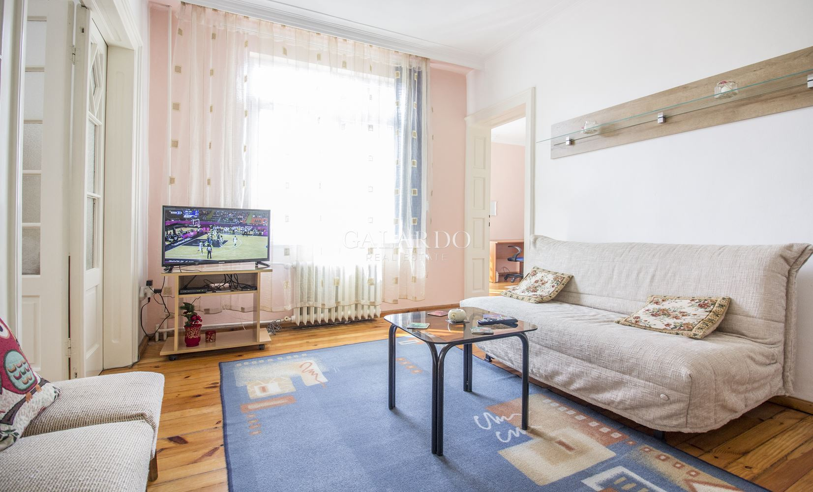 Тристаен апартамент в района на НДК