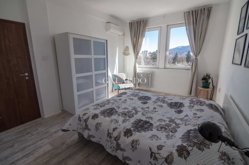 Exclusive two-bedroom apartment for rent with a unique view of the National Palace of Culture