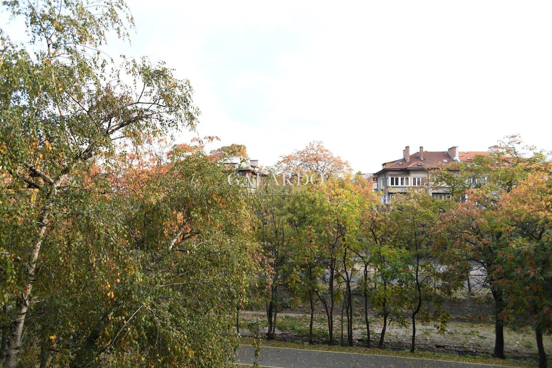 Четиристаен апартамент с паркомясто в кв. Докторски паметник