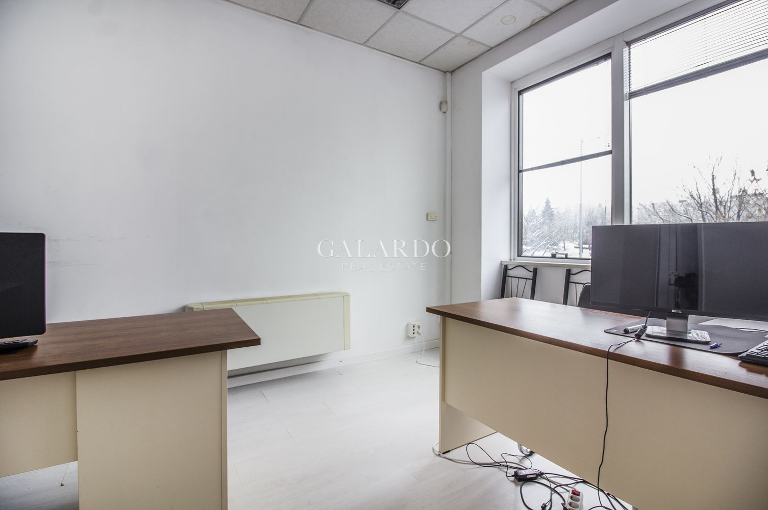 Office space in a building with excellent location
