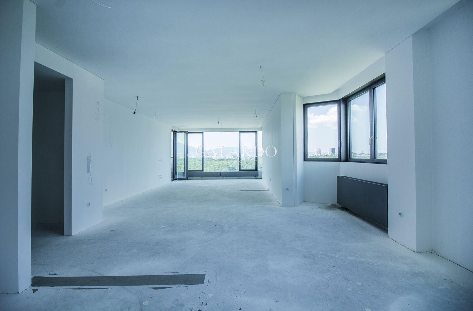 Четиристаен апартамент в сграда